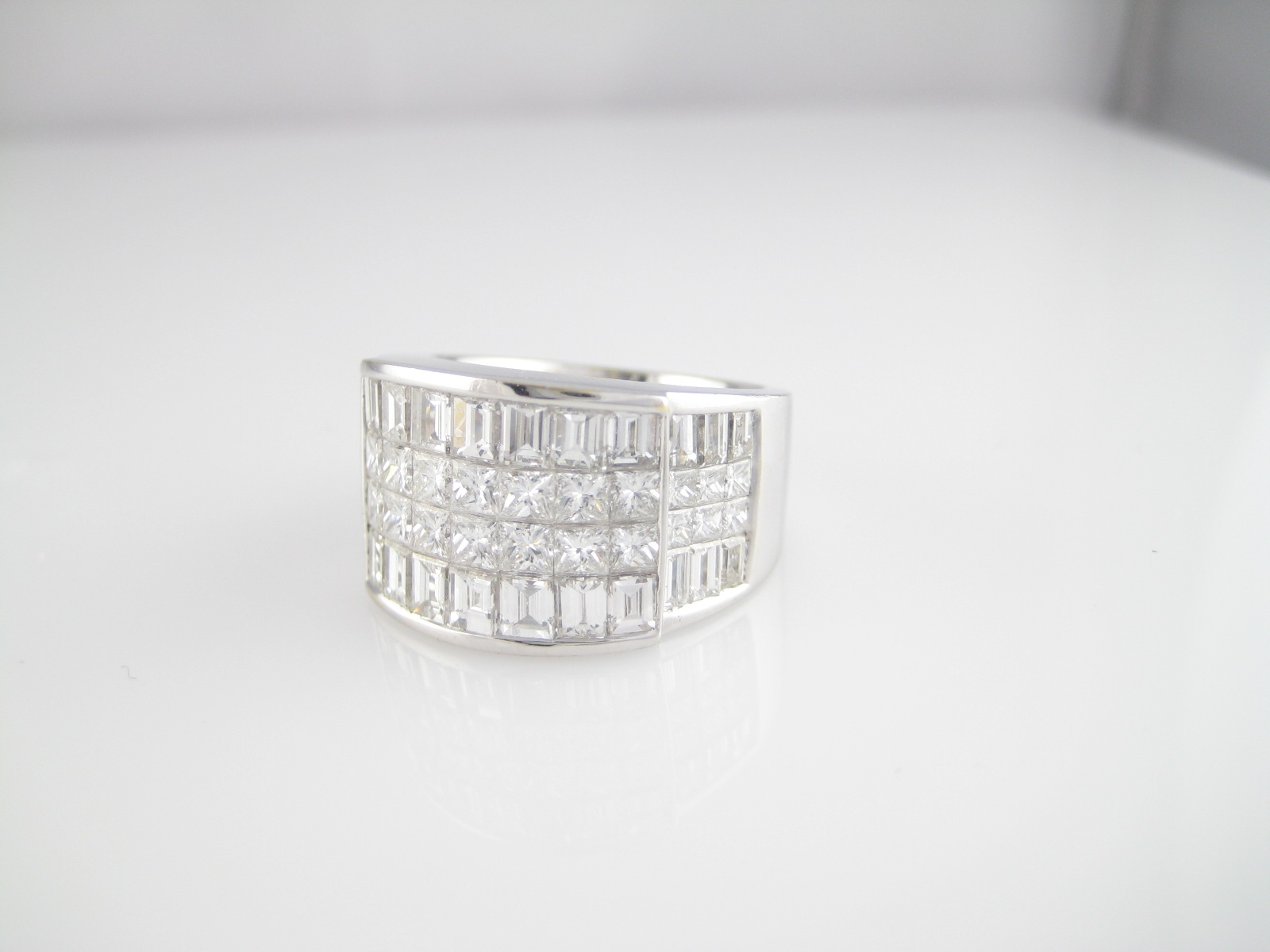 18K Ladies Diamond Fashion Ring